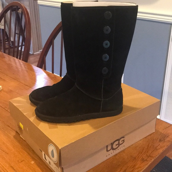 56af0a710ad Black Ugg Lo Pro Button Boot •Size 8•